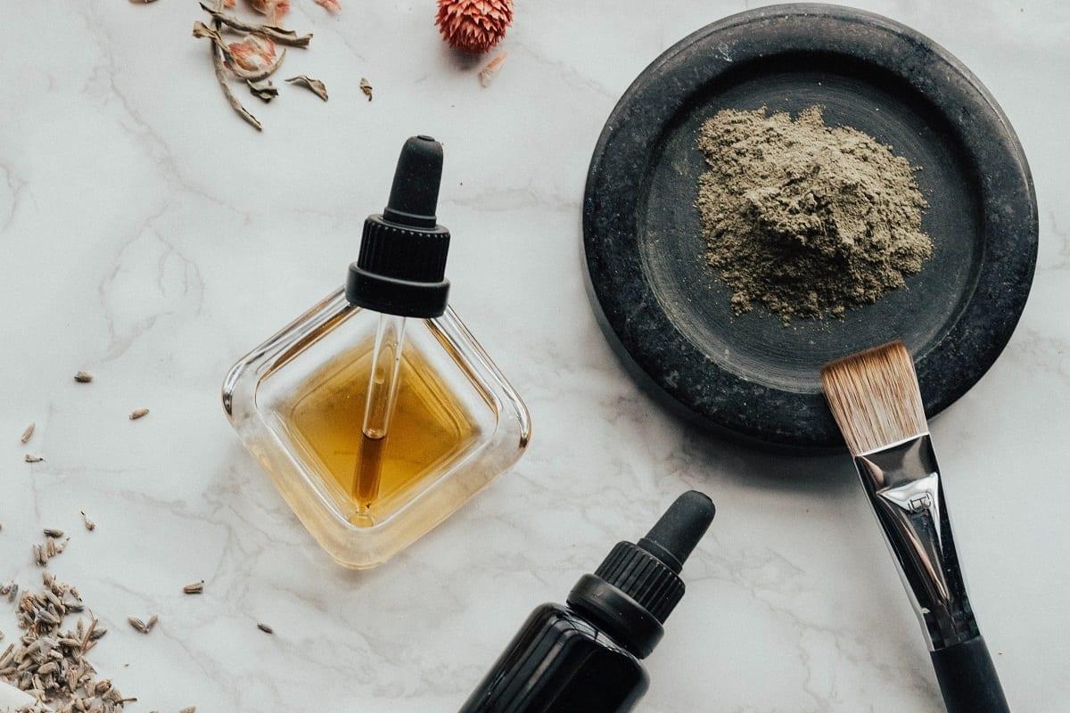 Olejek z kocanki w pielęgnacji skóry