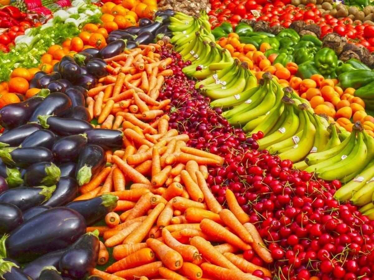 wiosenne owoce i warzywa- czy warto je jeść?