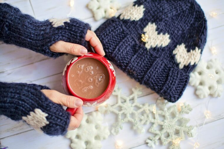 Jak dbać o dłonie i paznokcie zimą?