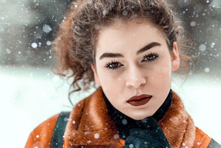 8 wskazówek dotyczących zimowej pielęgnacji włosów