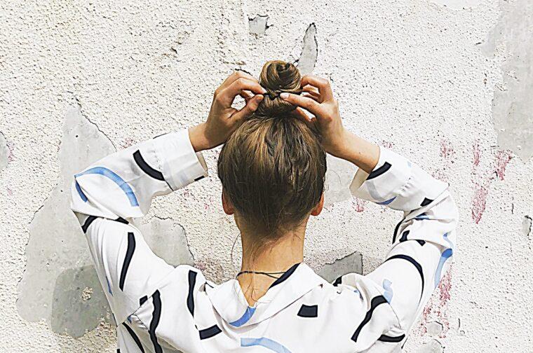 8 nawyków dla włosów przetłuszczających się
